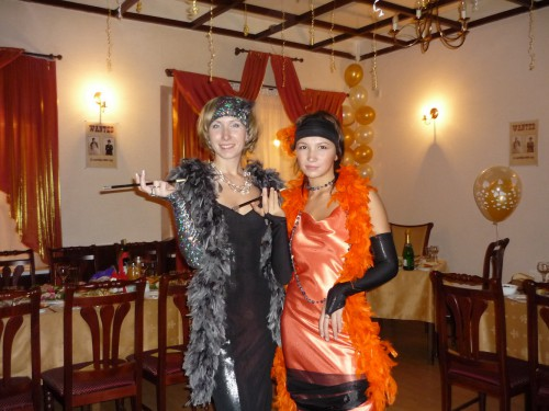 вязанное платье в стиле чикаго 30-х годов.
